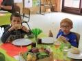 Les enfants aussi aiment manger de bons petits plats